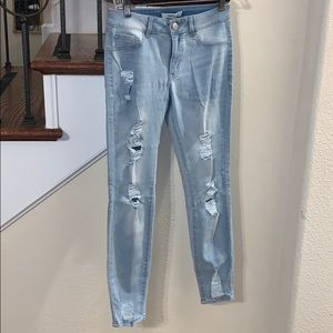 ✨DONATING SOON✨ blue ripped high waisted jeans